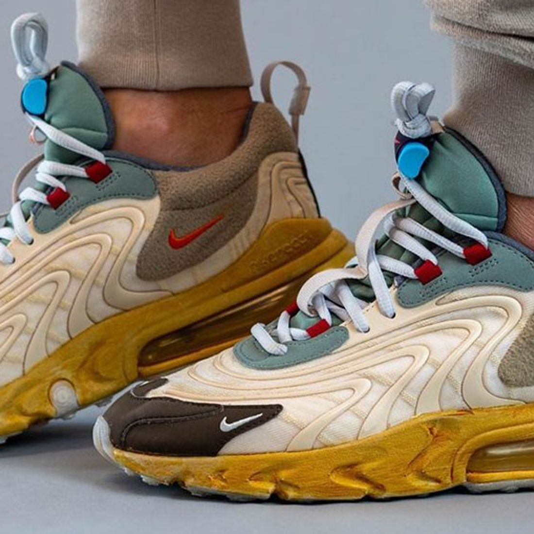 On Foot Travis Scott X Nike Air Max 270 React Sneaker Freaker