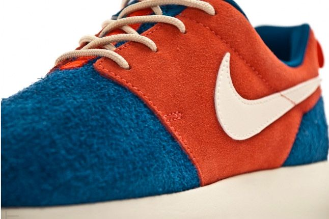 Nike Wmns Roshe Run Royal Blue Red Quater 1