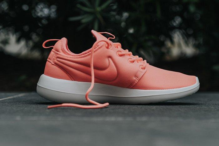 Nike Roshe Two Wmns Atomic Pink4