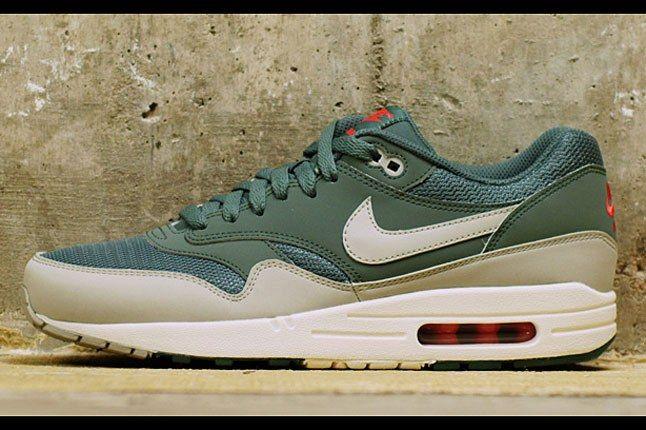 Nike Air Max Hasta 1