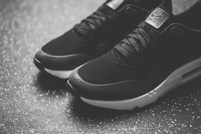 Nike Air Max 1 Ultra Moire Black Dark Grey 3