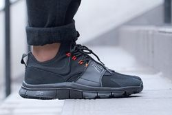 Nike Free Ace Leather Black Uni Red Thumb