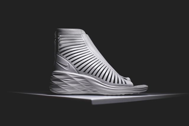 Nike Wmns Sandiator Sky Hi 11