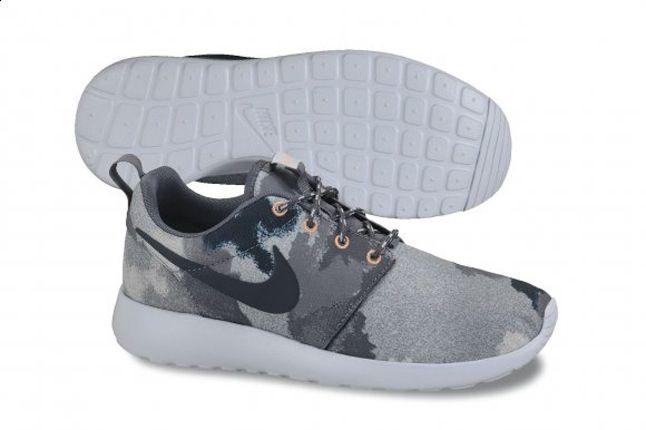Nike Roshe Run Camo Grey Profile 1