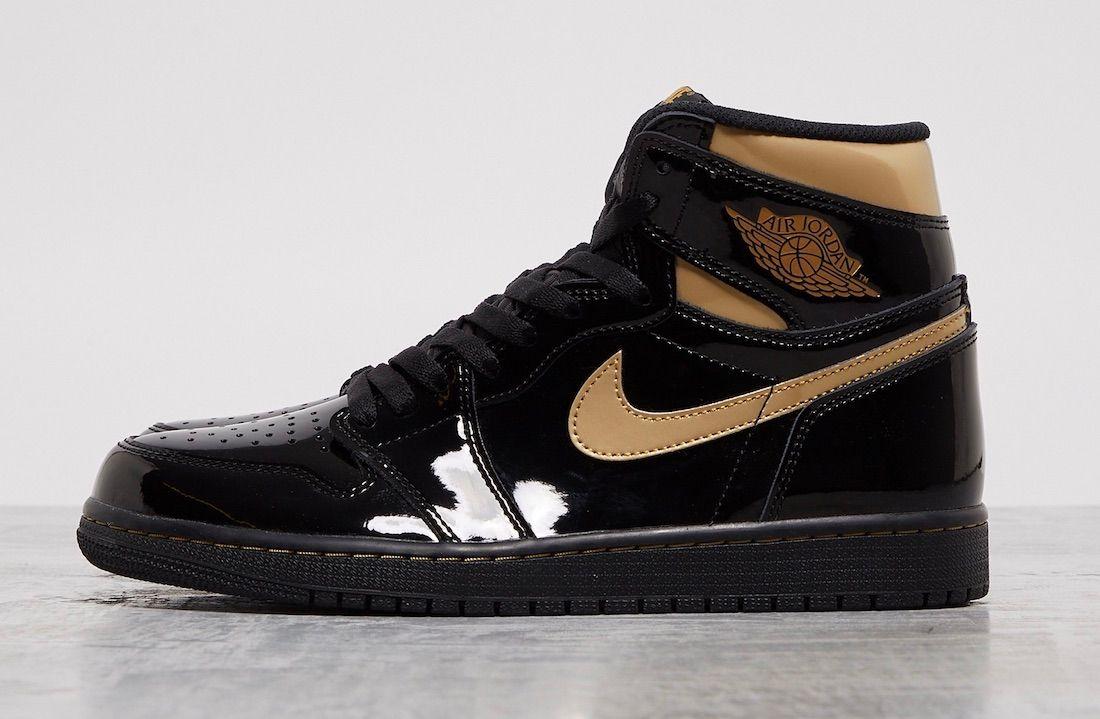 Air Jordan 1 Black Metallic Gold Left