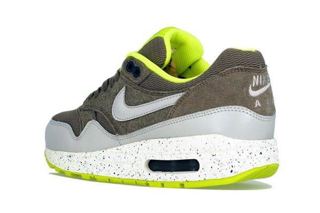 Nike Am1 Wmns Fall Overkill Delivery 6