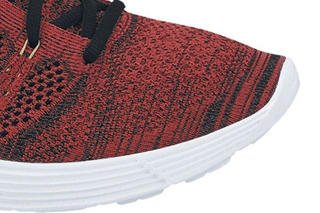 Nike Flyknit Chukka Red Toe Detail 1 1