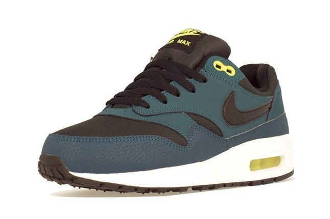 Nike Am1 Wmns Fall Overkill Delivery 12