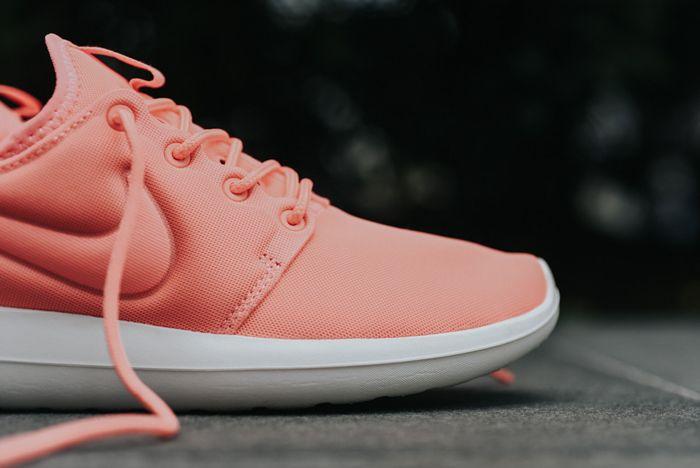 Nike Roshe Two Wmns Atomic Pink3