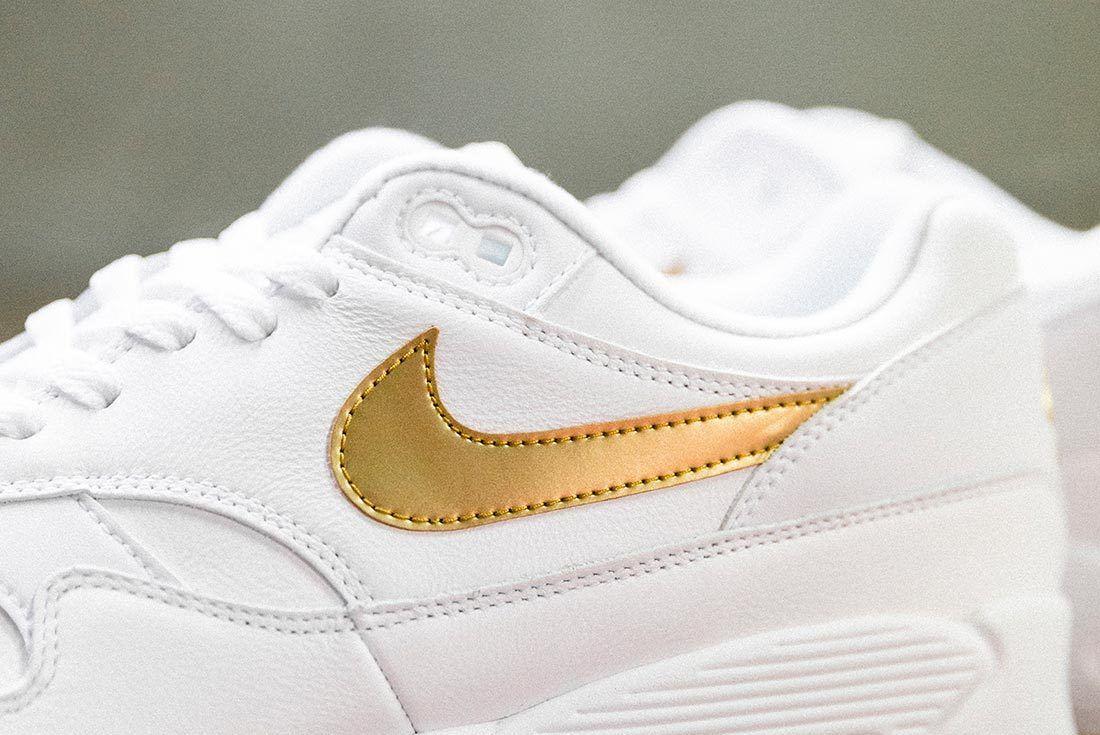 Nike Air Max 90 Gold 1
