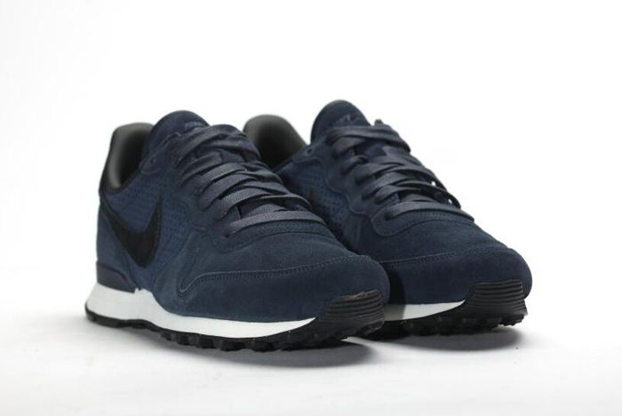 Nike Internationalist Lx Dark Obsidian 5