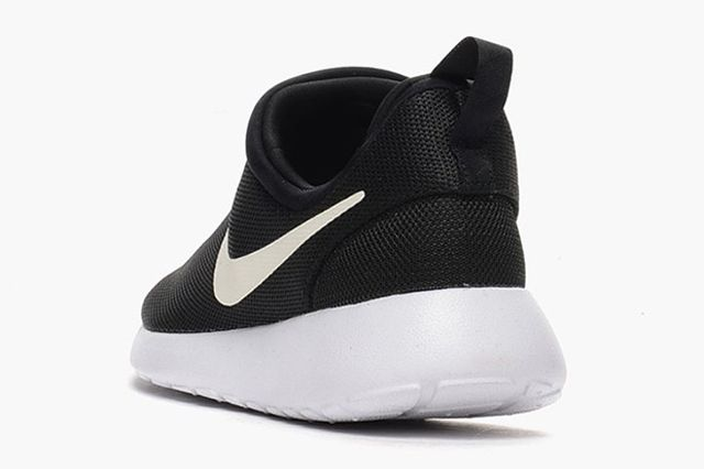Nike Roshe Run Slip On Black White 2