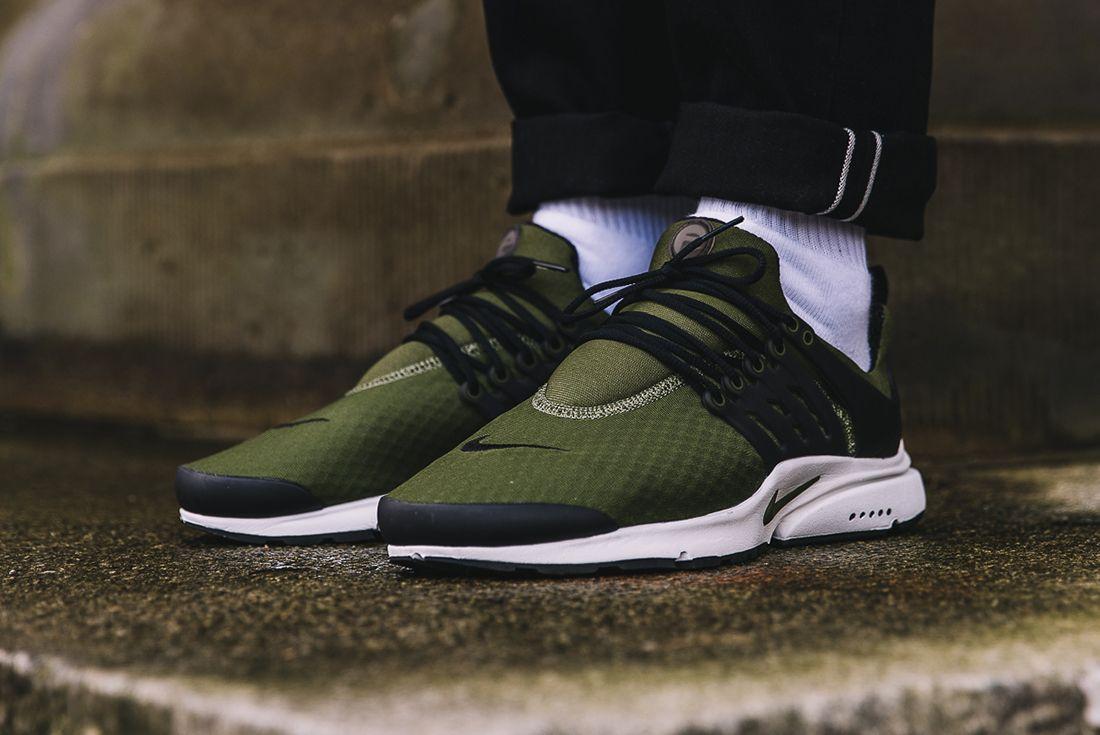 Nike Air Presto Essential Legion Green2