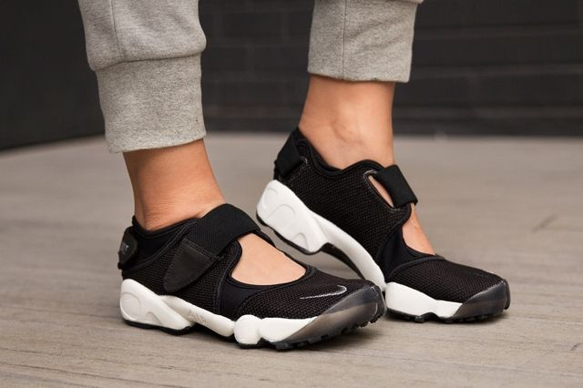 Nike Air Rift Black Cool Grey 1