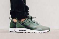 Nike Air Max Tavas Carbon Green Thumb