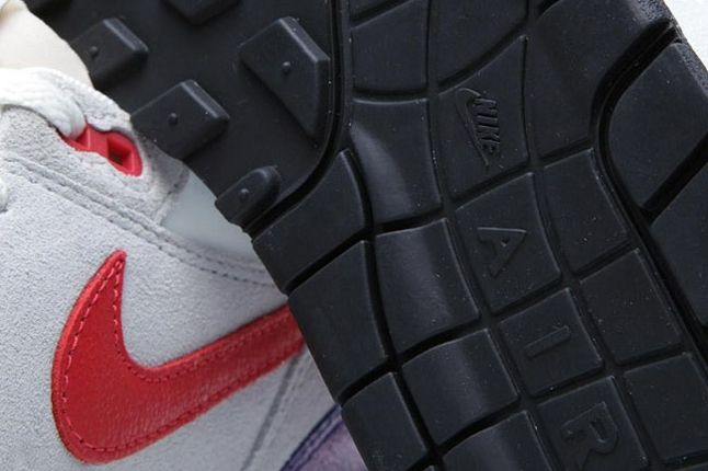 Wmns Am1 Purple Red Sole Detail 1