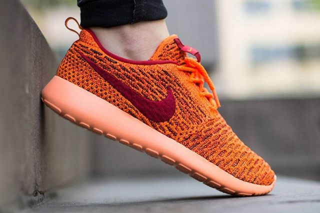 Nike Wmns Roshe One Flyknit Total Orange Gym Red Sunset Glow 3