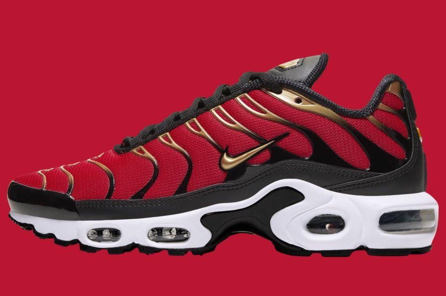 Nike Air Max Plus University Red Metallic Gold Cu4919 600 Lateral