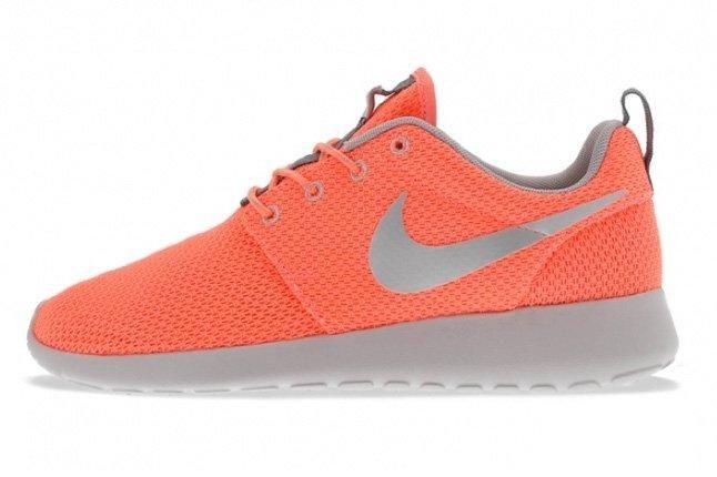 Nike Roshe Run Atomic Pink Metallic Silver 1