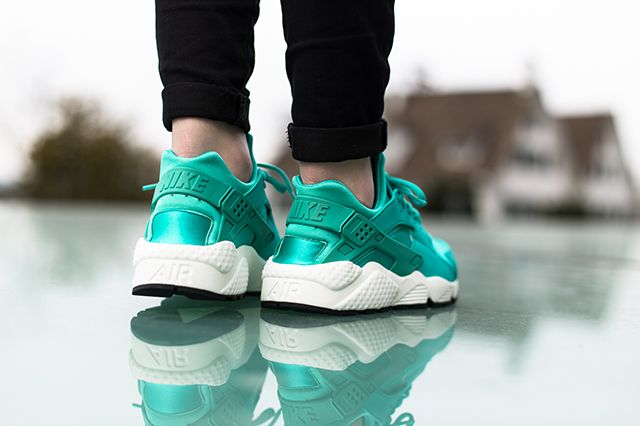 Nike Air Huarache Artisan Teal On Foot 2