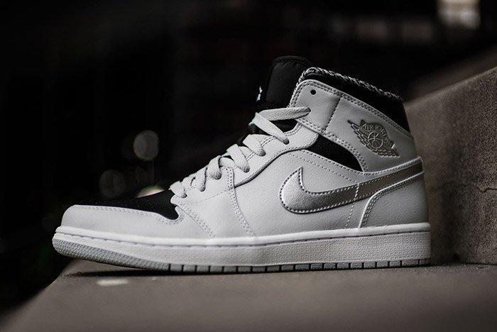 Air Jordan 1 Pure Platinum 2