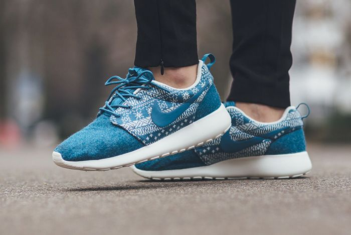 Nike Roshe One Winter Wmns Sweater Pack6