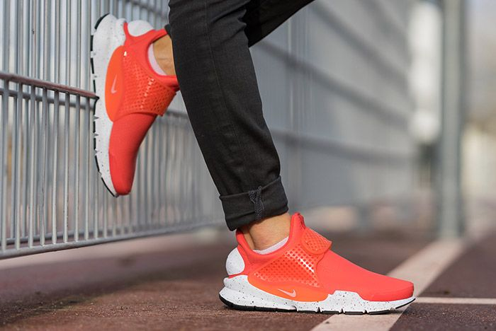 Nike Sock Dart Premium Wmns Max Orange 3