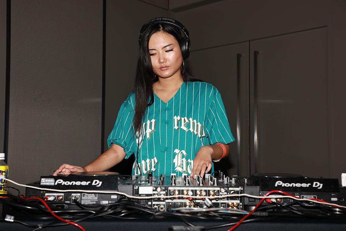 Atmos Con Tokyo 2019 Koji Sneaker Freaker Floor Shot37