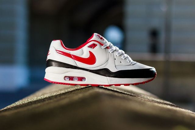 Nike Wmns Air Max Light White Chilling Red 2