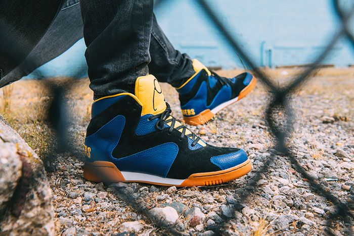Crunch Force 1S On Foot Fence