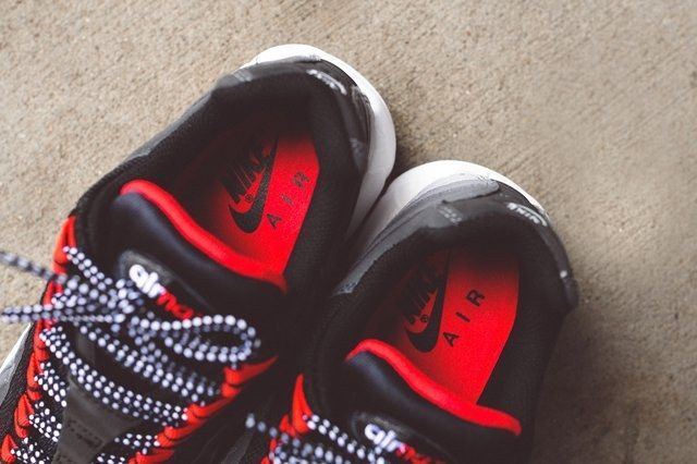Nike Air Max 95 Chilling Red Bump 4