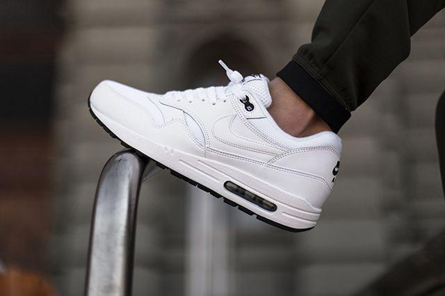 Nikeair Max 1 White Black 4