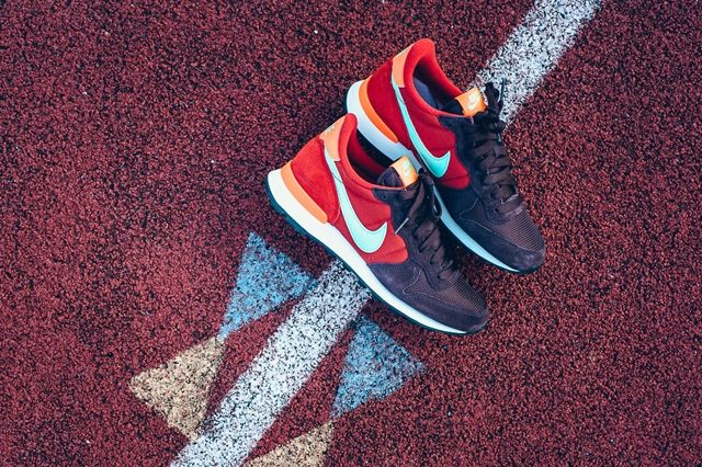 Nike Internationalist Mahogany Greenglow Totalorange 3