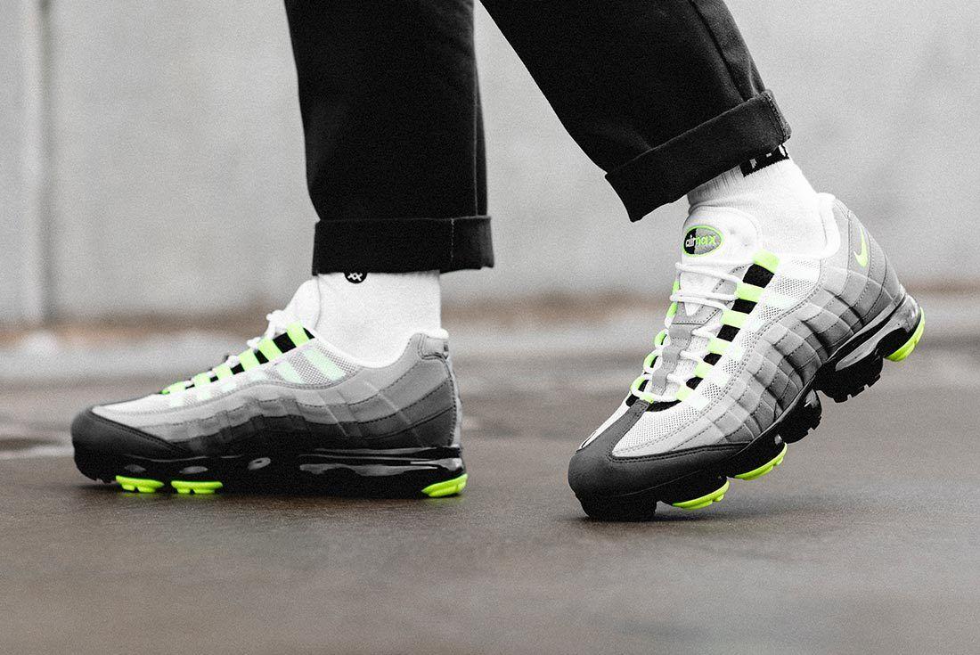 Nike Air Vapormax95 Neon 2