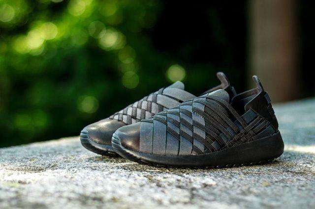 Nike Wmns Rosherun Woven Triple Black 4