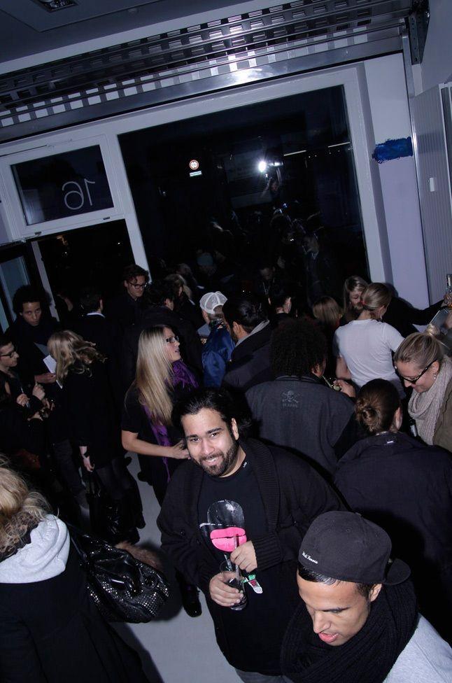 Crowd 5 2
