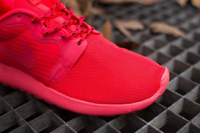 Nike Wmns Roshe Hyp Laser Crimson Toebox
