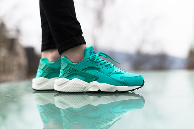 Nike Air Huarache Artisan Teal On Foot 4