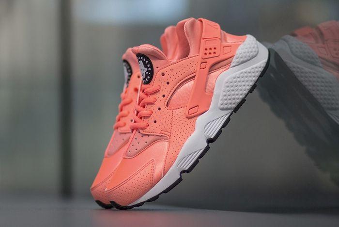 Nike Air Huarache Atomic Pink 2