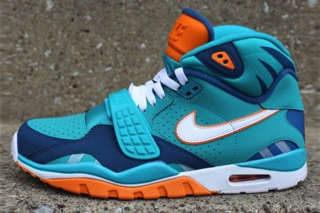 Nike Air Trainer Sc Ii Qs Nfl Miami Dolphins Profile 1