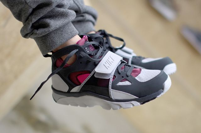 Nike Air Trainer Huarache Fireberry 3