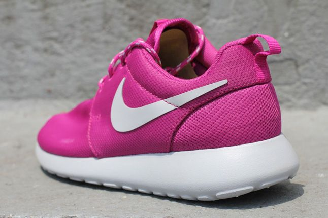 Nike Womens Roshe Run Rave Pink 03 1