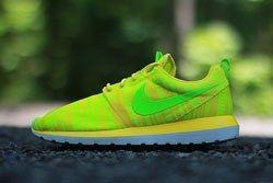 Nike Roshe Run Charm Yellow Dp
