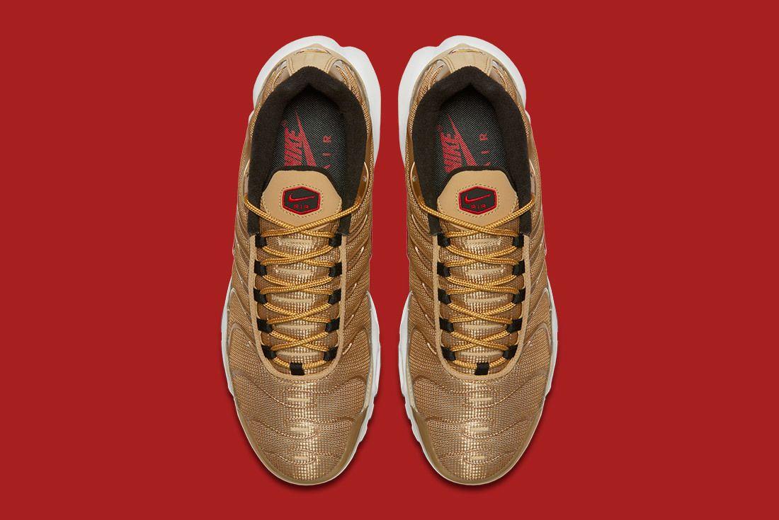 Air Max Plus Metallic Gold 6