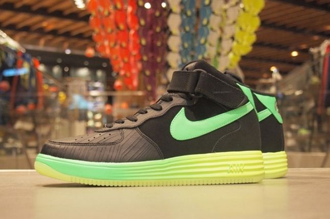 Nike Lunar Force 1 Lthr Profile 1
