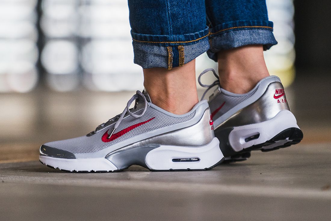 Nike Air Max Jewell Womens Silver Bullet2
