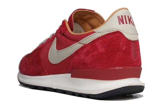 Nike Air Solstice Red Heel Quarter 1