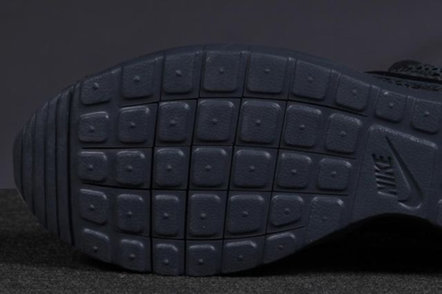 Nike Roshe Run Safari Triple Black 2