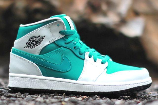 Air Jordan 1 Lush Teal Black Pure Platinum 3
