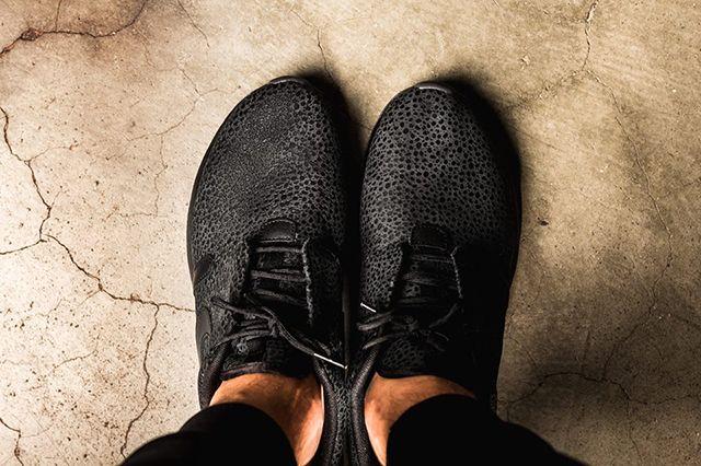 Nike Roshe Triple Black Safari 2